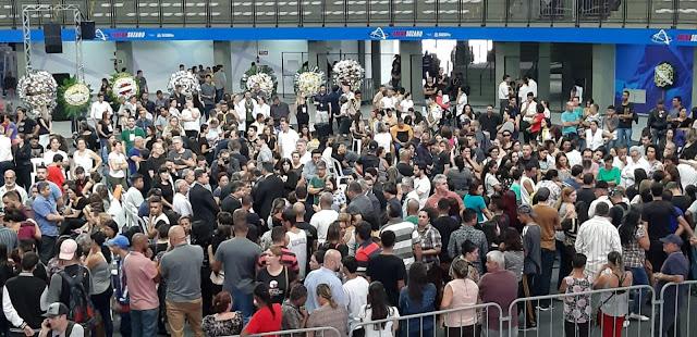 Mortos em escola de Suzano/SP são velados em arena
