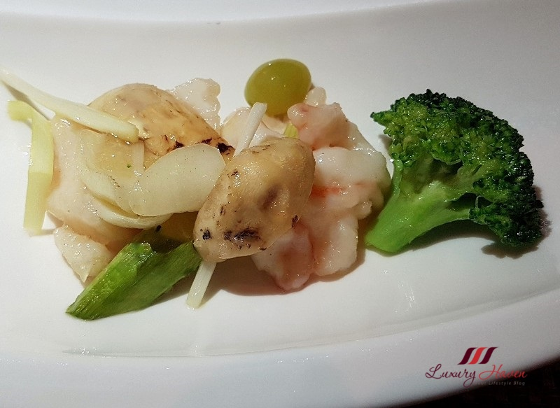 hilton dynasty restaurant stir fried matsutake mushroom seafood