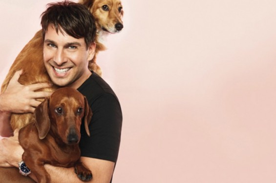 Peter-Alexander-with-Dachshunds-Betty-and-Butch