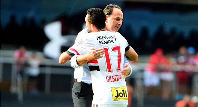 Rogério Ceni e Gilberto (Foto: Sergio Barzaghi/Gazeta Press)
