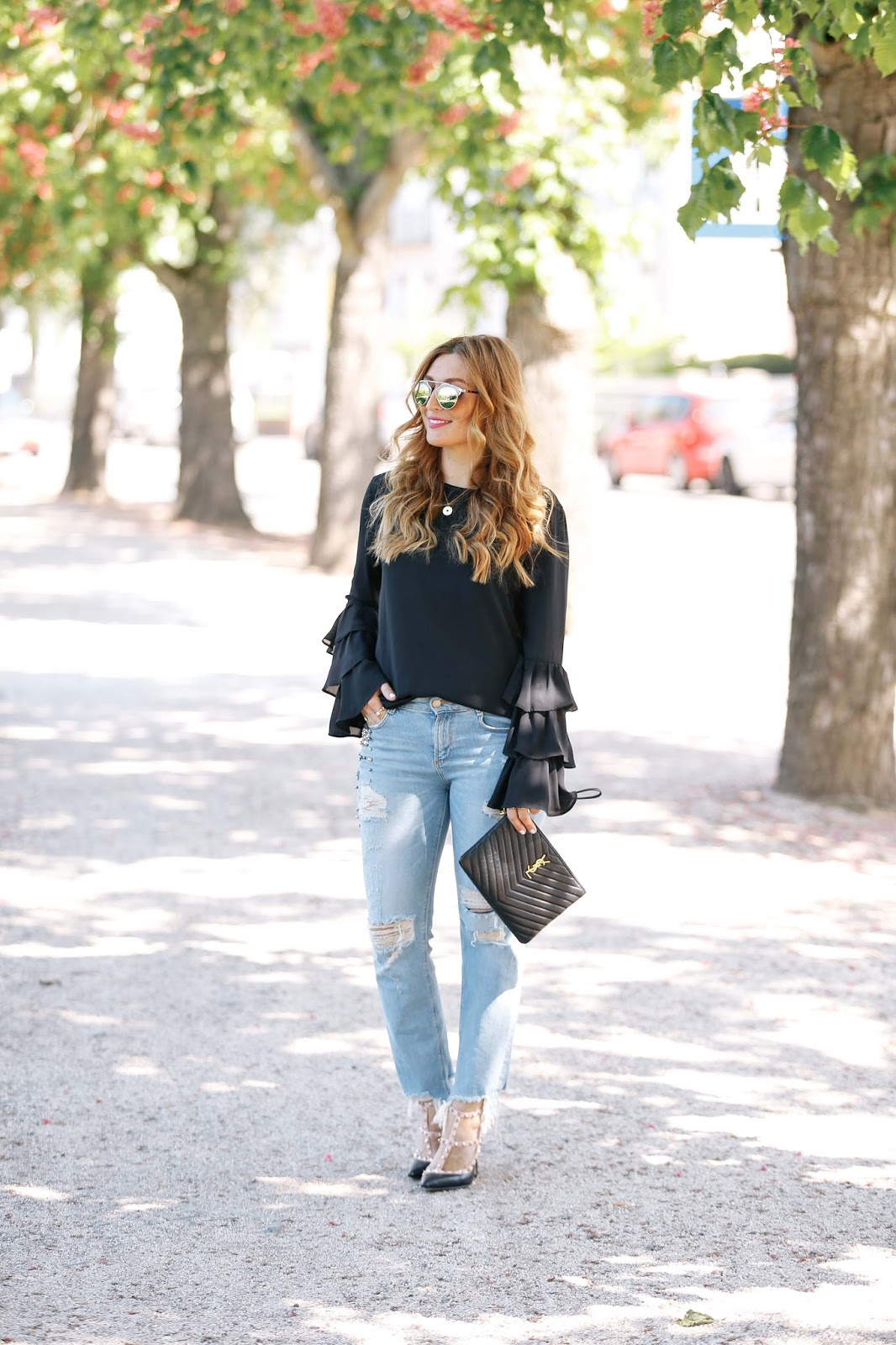 Fashionstylebyjohanna-deutsche-fashionblogger-ysl-tasche-schwarze-saint-laurant-tasche-blogger-bloggerstyle-blogger-aus-deutschland-deutsche-fashionblogger-zara-jeans-jeans-mit-perlene-ripped-jeans-chi