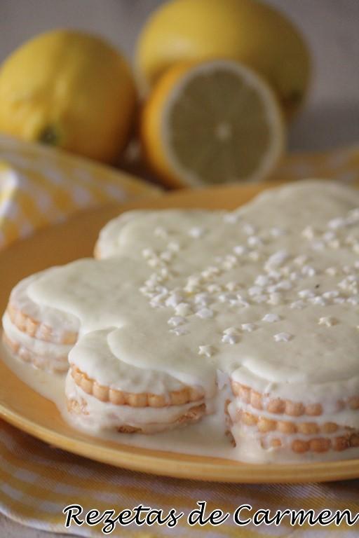 Tarta de galletas con leche condensada y limón para celebrar el 9º cumpleaños del blog