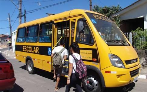 """Alunos do povoado de """"Cana brava"""" em Goiana sofrem sem transporte escolar"""