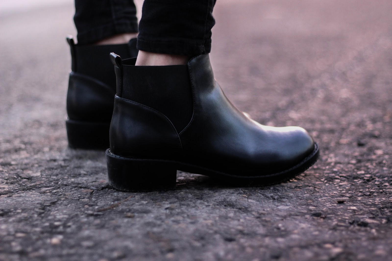 www.zaful.com/elastic-round-toe-pu-leather-ankle-boots-p_217103.html?lkid=20258