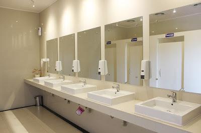 5 Inovasi ini Membuat Kereta Api semakin Populer di Kalangan Traveler fasilitas toilet stasiun