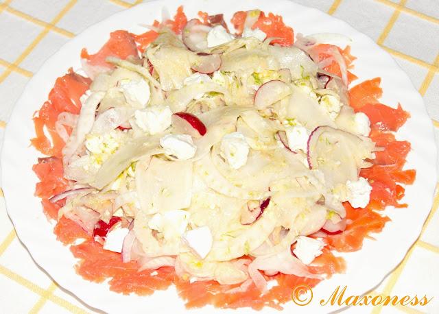 Салат из фенхеля, козьего сыра и копчёного лосося