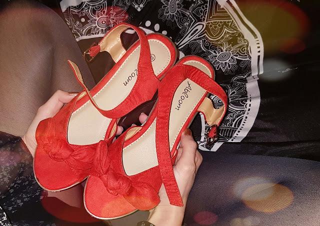 Czas na... Czerwone sandalki!