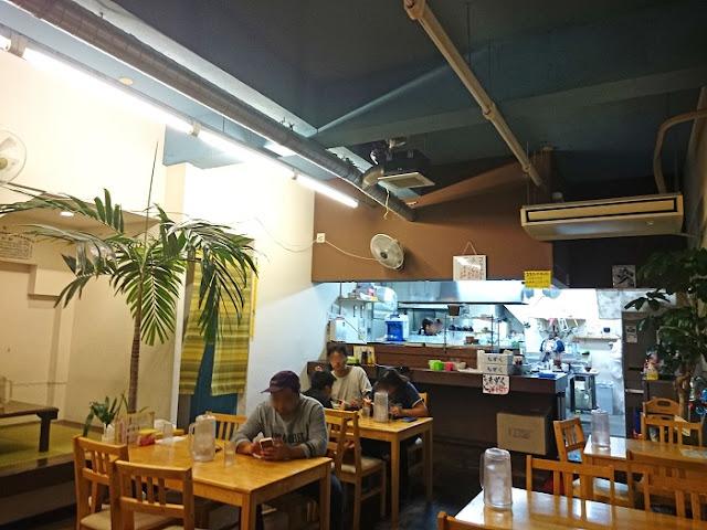 沖縄家庭料理 330食堂の店内の写真