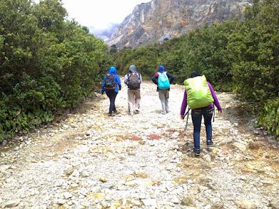 menjelajah gunung papandayan