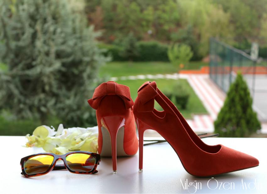 alışveriş-turuncu stiletto-kelebek broş-nakışlı kot pantolon-moda blogu-fashion blogger