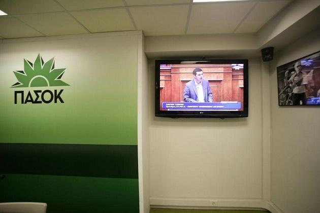 Το ΠΑΣΟΚ είναι εδώ: Γιατί ο Τσίπρας «πασοκοποιεί» τον ΣΥΡΙΖΑ και που στοχεύει