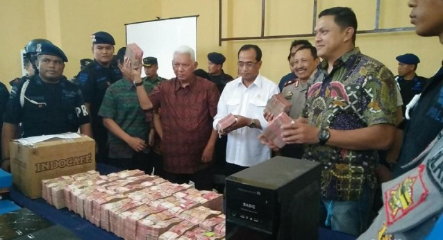 Polisi Temukan Deposito Ratusan Miliar di Meja Sekretaris Komura