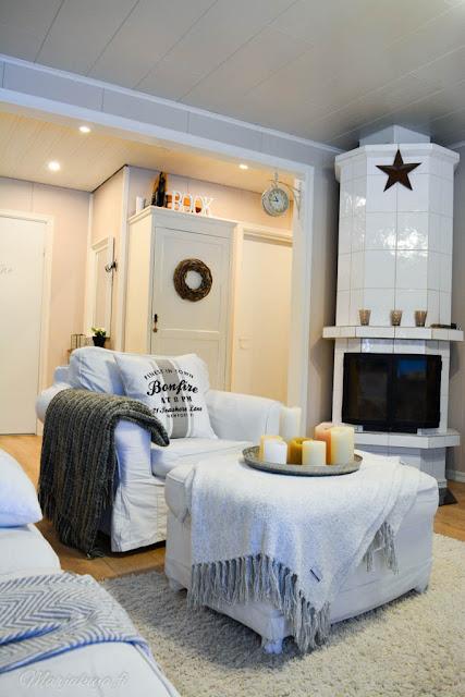 olohuone ektorp valkoinen takka talonpoikaiskaappi
