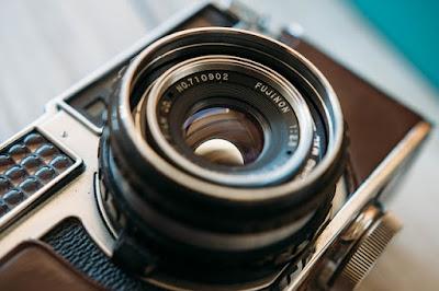 Cara Membersihkan Lensa Kamera Paling Aman dan Terbaik