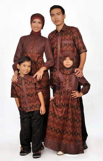 Model baju batik muslim modern sarimbit keluarga
