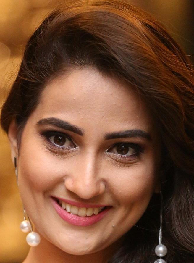 Telugu TV Anchor Manjusha Beautiful Smiling Face Close Up Stills