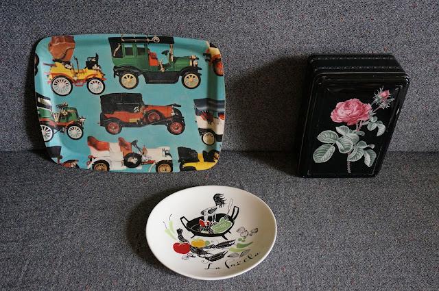 un plateau de tacot , une boite en métal , une assiette à Paella  vintage kitsch tray , rose tin box , paella plate 1960s 60s 1970s 70s