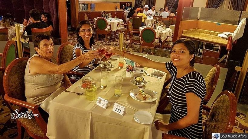 Jantar no navio - Roteiro de 8 dias no cruzeiro pelo Caribe