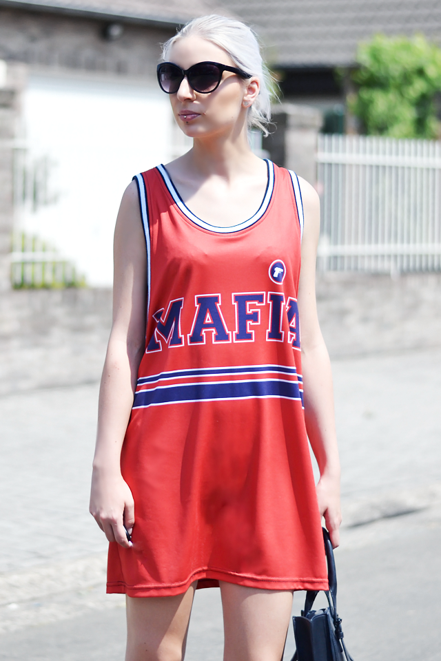 Outfit, ootd, belgian blogger, mr gugu & miss go, basketball top, varsity shirt, dress, oversized, street style, summer outfit, 2015, leather, strap, sandals, & other stories, other stories, h&m sunglasses, zara tote bag, celine inspired bag