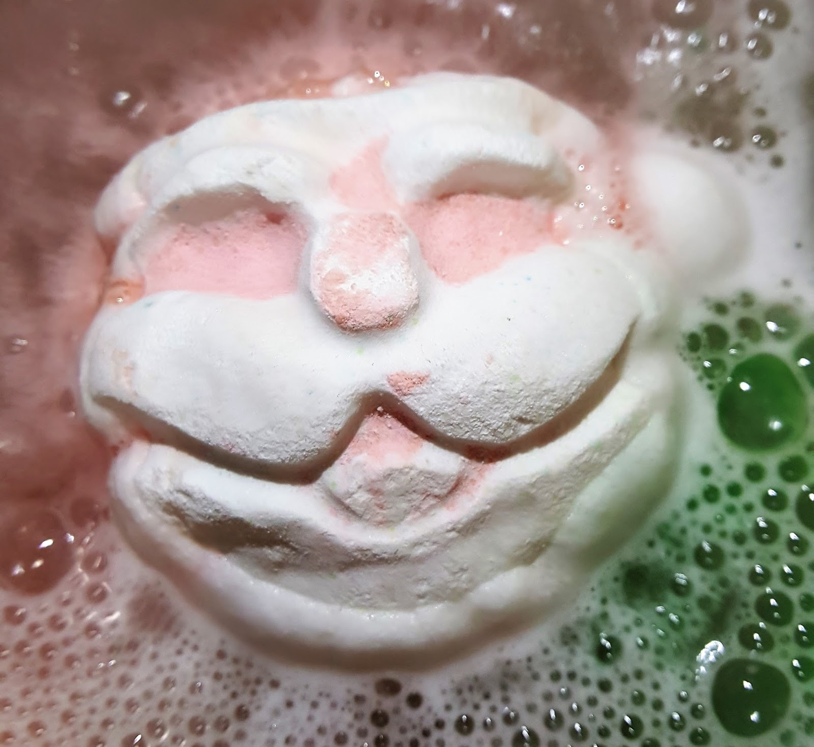 Father Christmas Bath Bomb - Snow Fairy Santa | The Lush Box