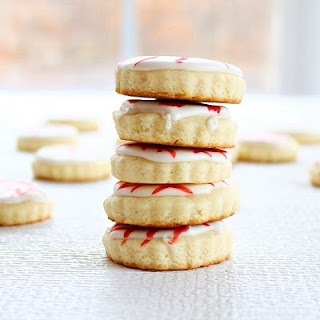 sour cream cut out cookies | roxanashomebaking.com