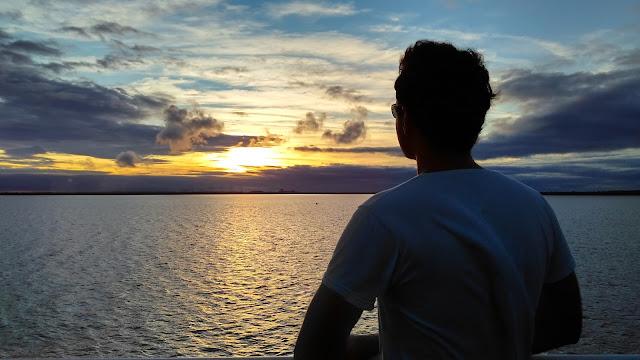 Uma visão do pôr-do-sol no Lago Itaipú, passeio Porto Kattamaran.