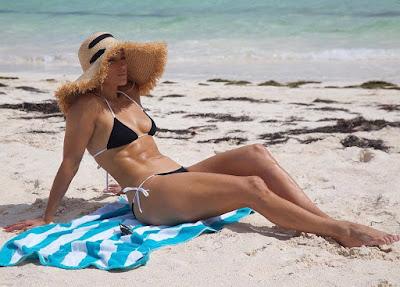 Jenifer Lopez bikini body