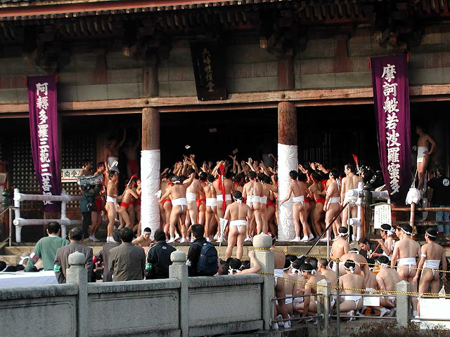 Doya Doya, a festival at Shitenno-ji Temple in Osaka