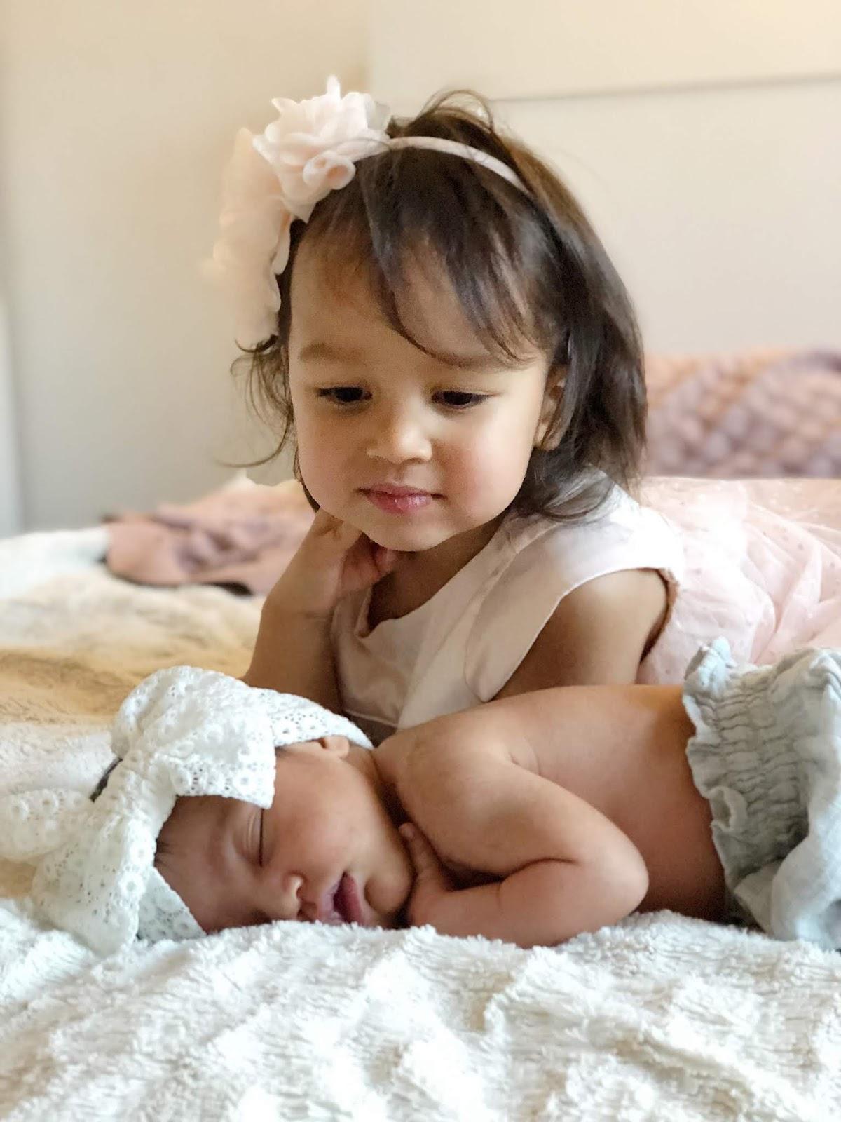 Ensimmäiset päivät kotona uuden vauvan tultua taloon