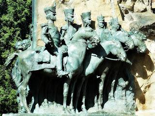 Cavalos Erguidos (Descansados) - Monumento La Patria al Ejército de los Andes, Parque General San Martín, Mendoza