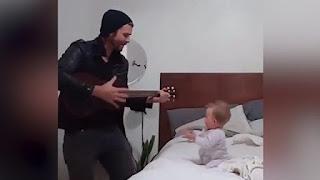 Eğlence, Bebek, Dans, Baba Oğul, Gitar, Gitarla Dans Eden Bebek,