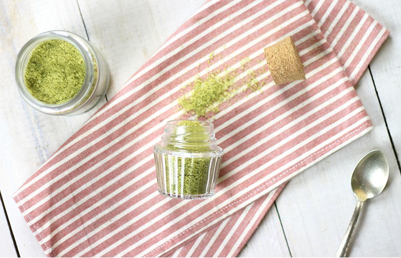 Sal de ervas verdinho para temperar a sua comida!