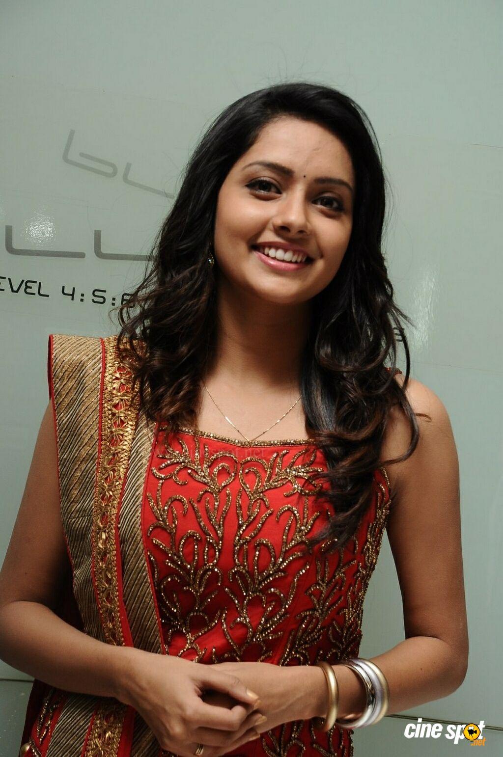 Only Actress 143 Mahima Stills From Mosakutty Audio Launch-1499