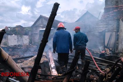 Diduga Korsleting Listrik, Dua Rumah di Gresik Terbakar