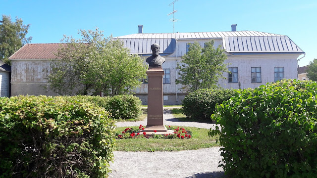 Myhrberg's statue in Raahe Finland