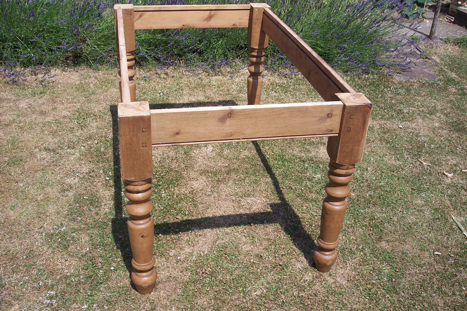 Paint and Style: Rustic farmhouse table legs...