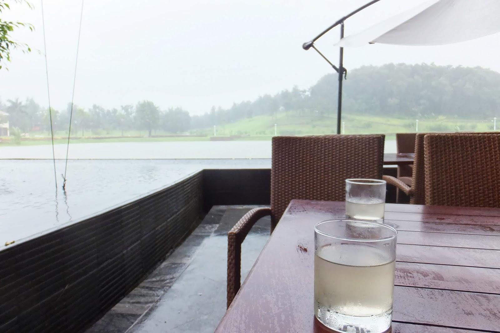 drink-at-restaurant