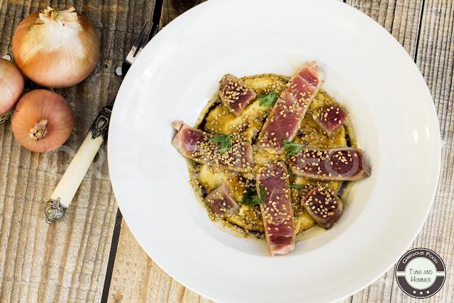 Atún con hummus, soja y sésamo - Gregous Food
