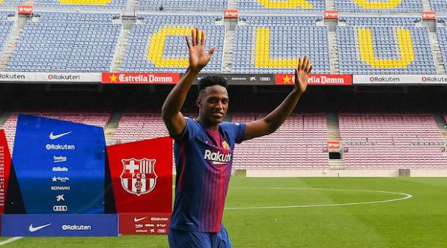 Barca: SAO 100 triệu euro đi chân đất ra mắt, nịnh Messi hết lời 3