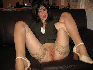 Naked brunnette - rs-bottomless_flashing037_bottomless_flashing00888-724704.jpg