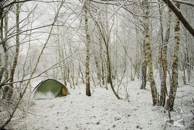 Zimowe nocowanie w namiocie