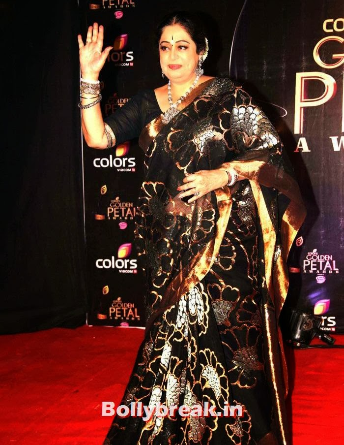 Kirron Kher, Colors Golden Petal Awards Dec 2013 Photos