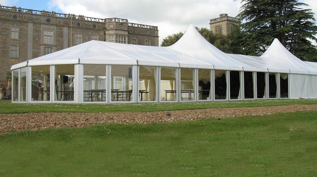 Restoran, resort dan hotel menggunakan tenda roder untuk function hall