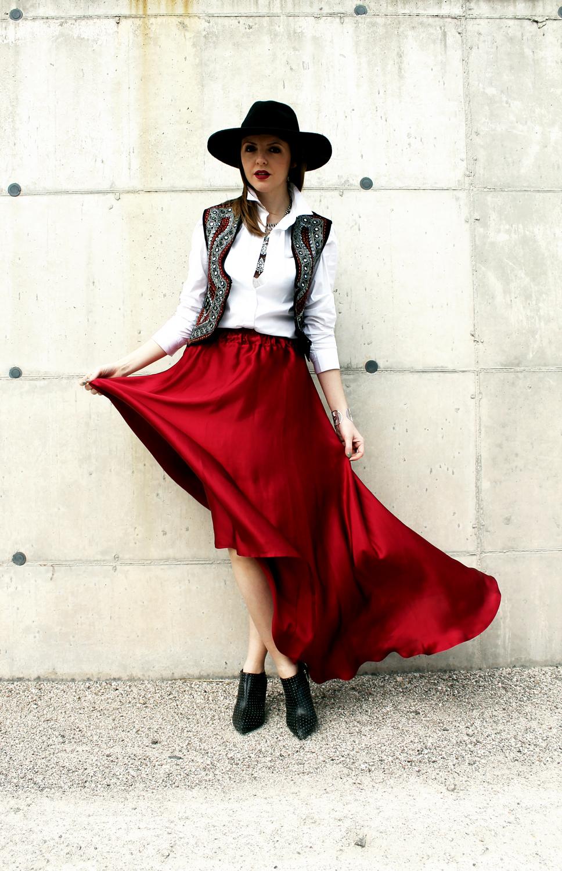 9-gilet-etnico-vintage-gonna-lunga-camicia-bianca