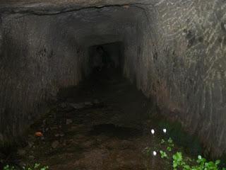 Согласно археологическим данным, дата постройки форта — около 530 года до нашей эры, еще во времена Будды.  Форт Калавантин Дург это небольшая пещера.