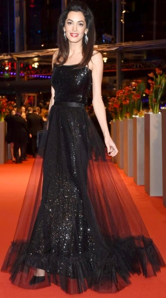 Foto de Amal Ramzi con hermoso vestido