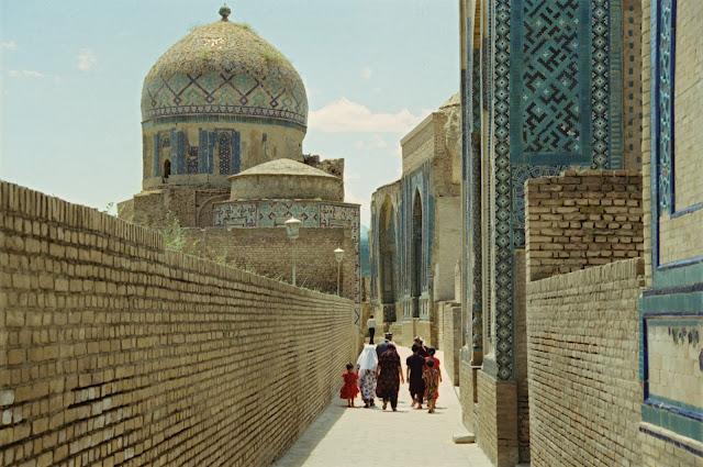 Ouzbékistan, Samarcande, nécropole Chah-i-Zinda, © Louis Gigout, 1999