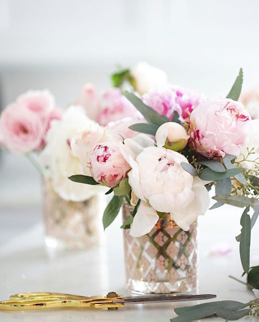 blush and ivory bouquet of peonies