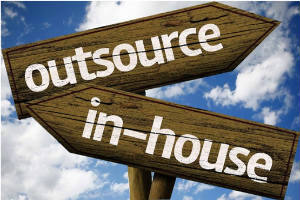 pros and cons of outsourcing-seo-to-in-house-agency-300x200