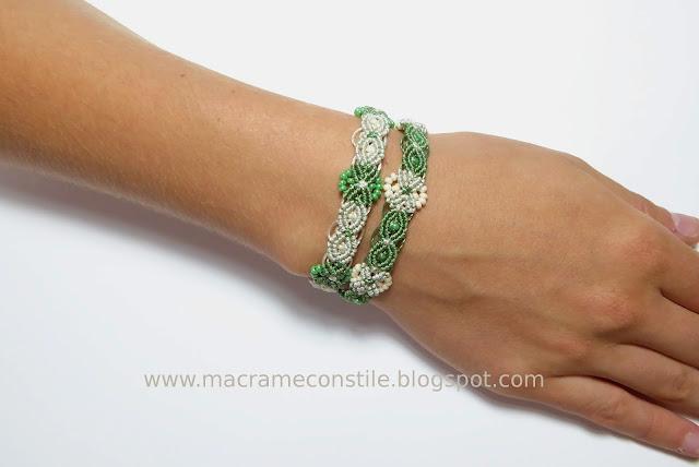 bracciali gemelli verdi indossati